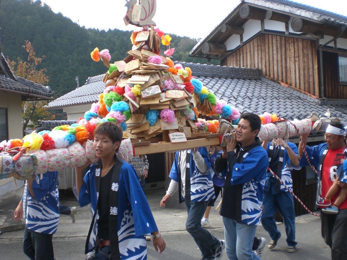 日吉神社の馬馳け お神輿